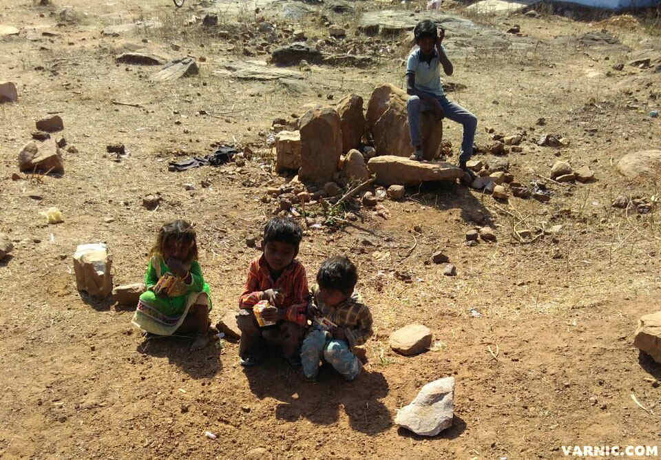 The-Real-India-small-children-Varnic